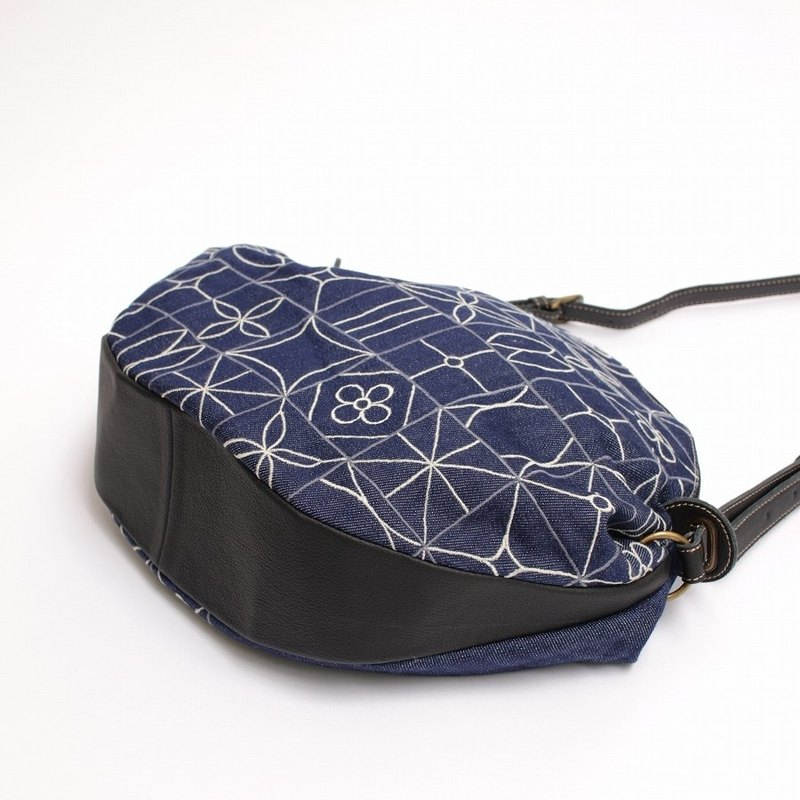 Square tile embroidery / shoulder bag