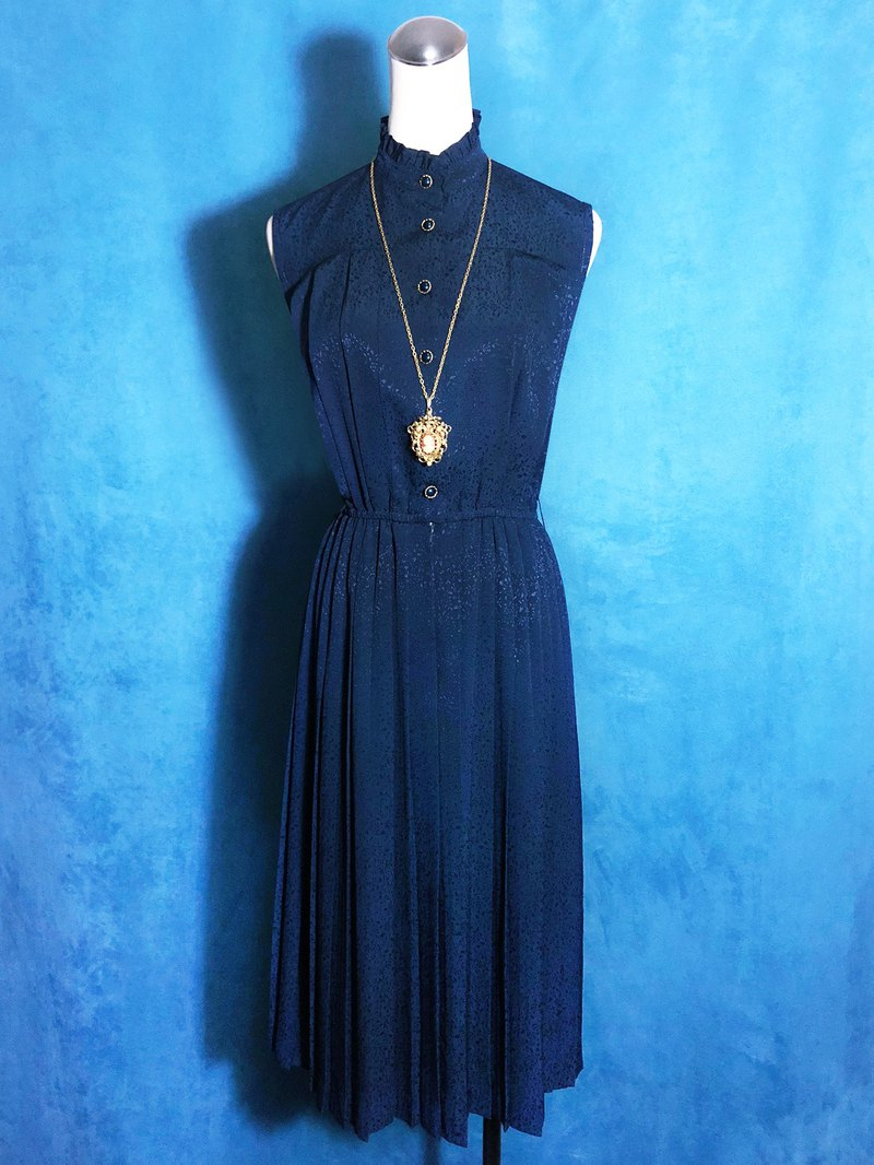 Ruffled collar textured sleeveless vintage dress / brought back to VINTAGE abroad