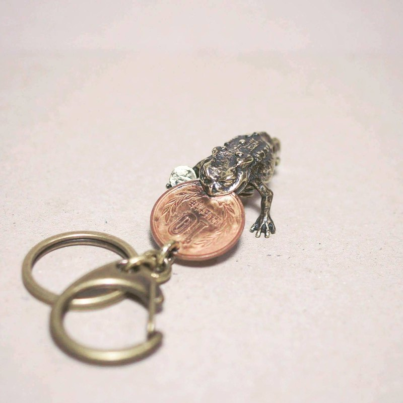 Kyrgyzstan / Lucky Money variant brass pendant / key ring (sold while stock lasts
