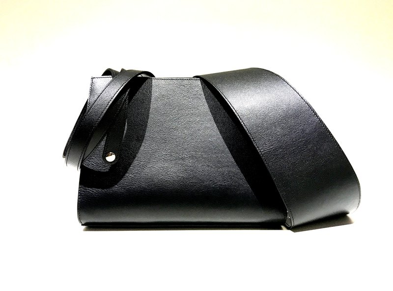 Alpha handmad leather Bag