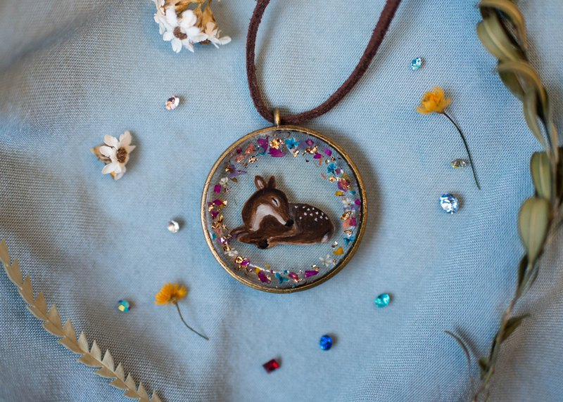 Christmas winter elk not withered gold leaf hand-painted forest animal resin necklace