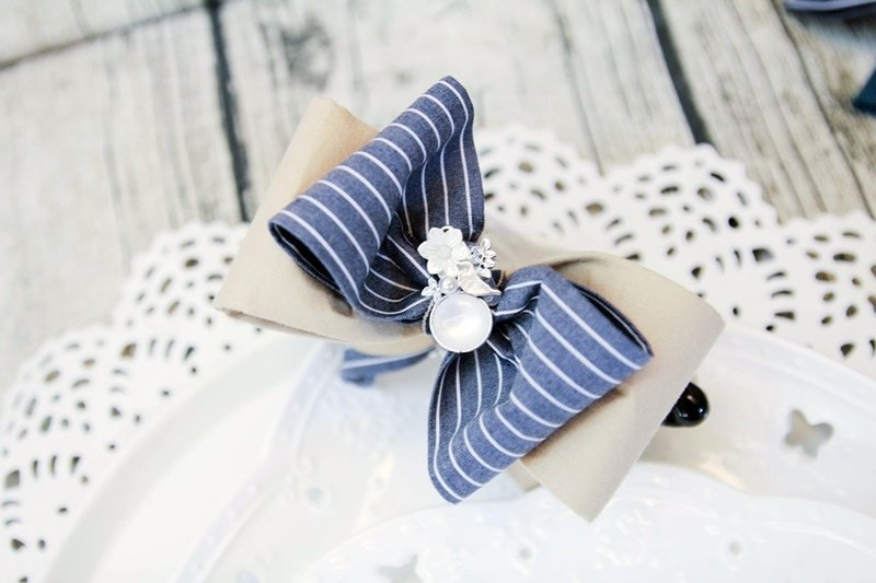 Striped elegant bow banana clip