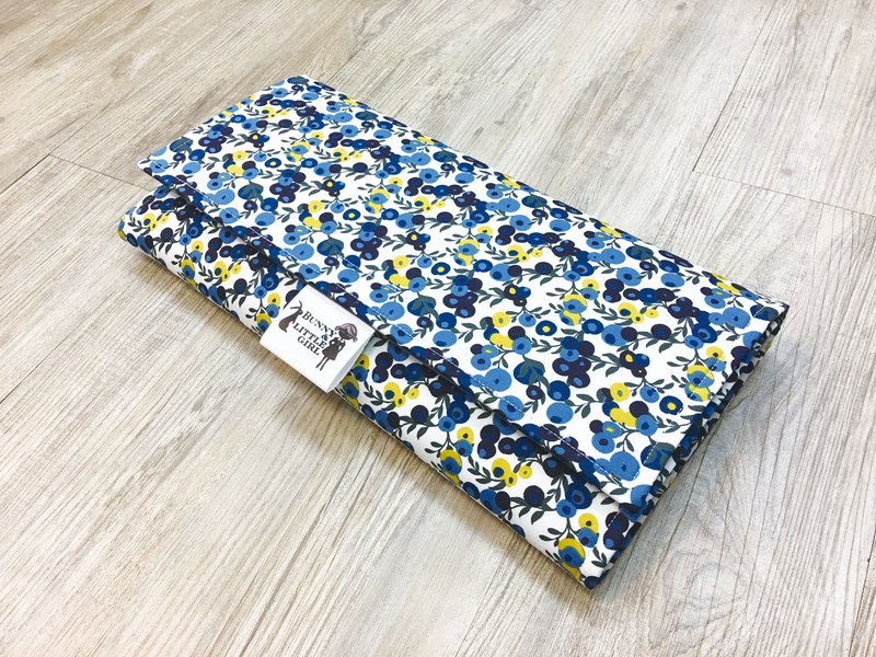 Carry-out diaper pad - yellow-blue fruit