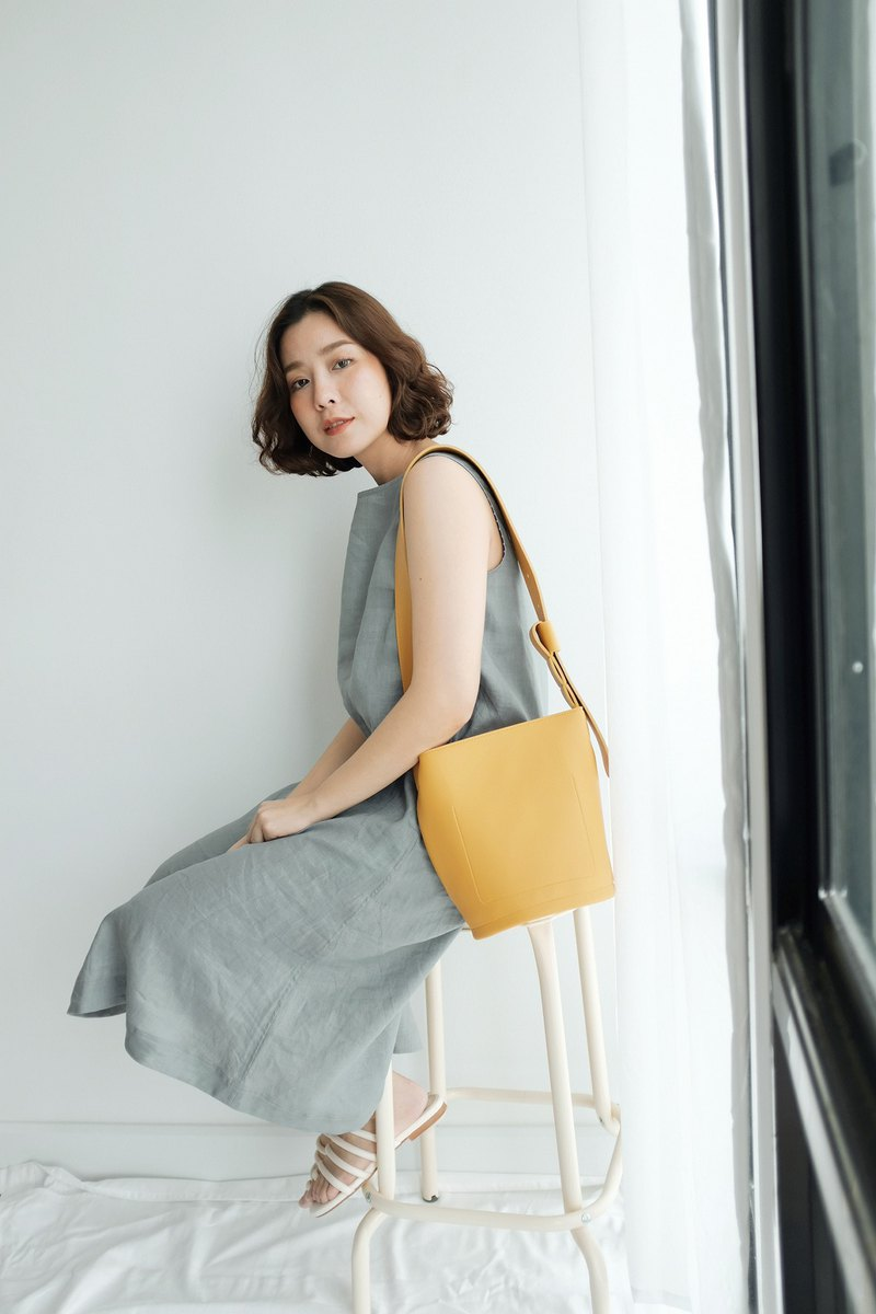 WHITEOAKFACTORY Bold bucket bag - Mustard yellow round bottom