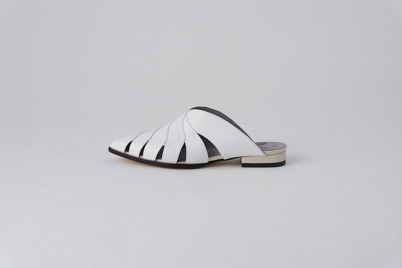 ZOODY / Breeze / handmade shoes / flat back hollow slipper / white
