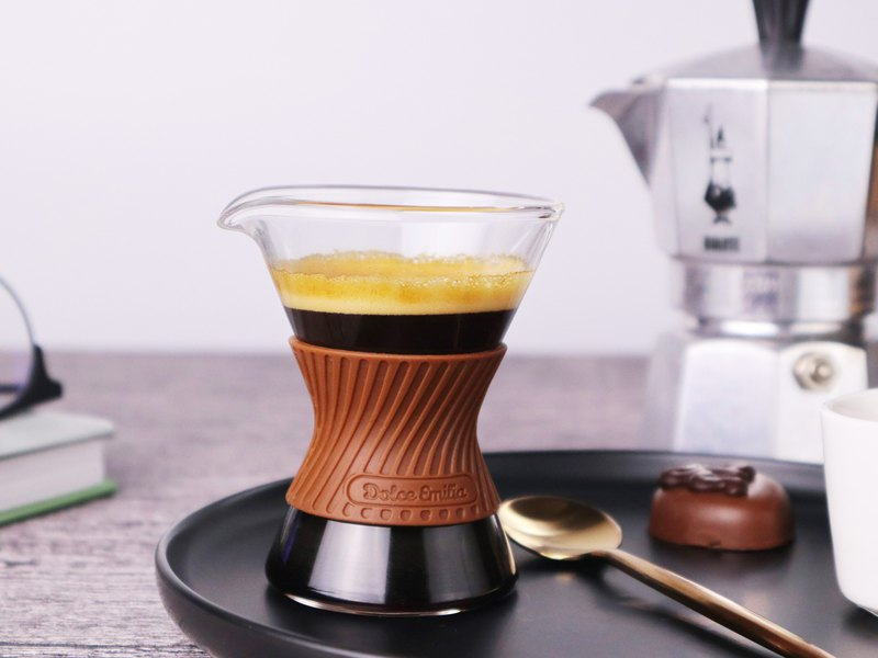 Hand-finished borosilicate lead-free mini glass milk cup