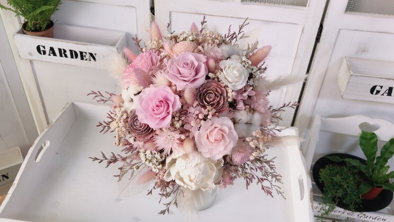Alley Moer. Xianqi Japanese eternal flower small pink wedding bouquet wedding bouquet