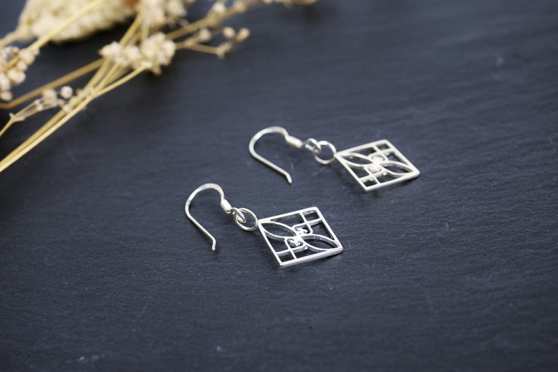 [Window Flower Series] Middle Window Flower 4th Square Earrings