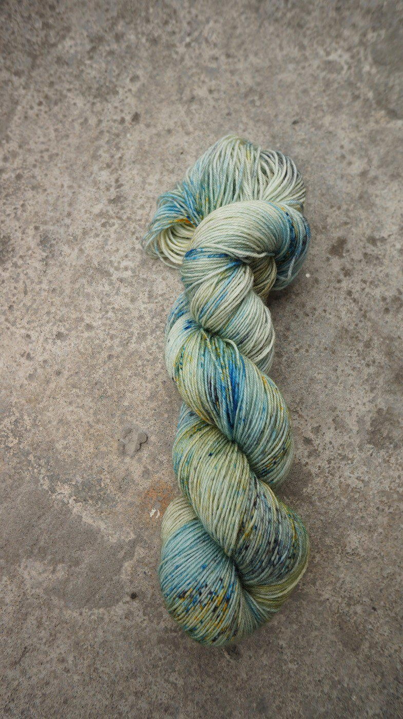 Hand dyed the line. Ore (75/25 super washed blue wool)