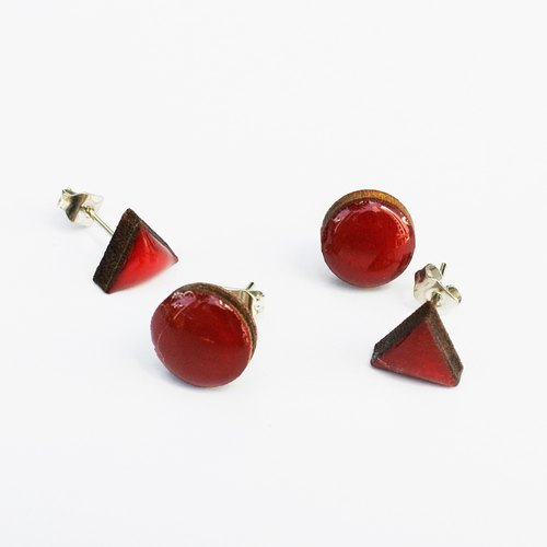 Tiny geometric triangle earrings with round wood - dark red