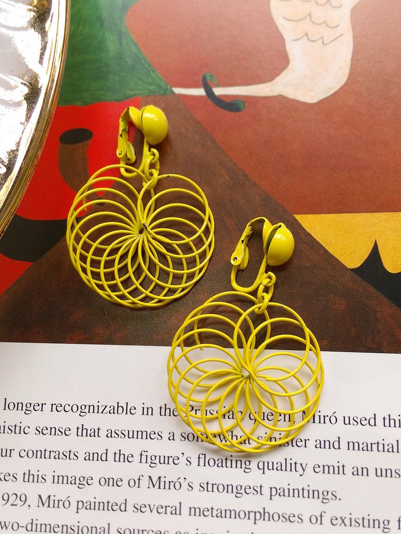 [Western antique jewelry / old age] Huang Wei Pupu wind coil clip earrings