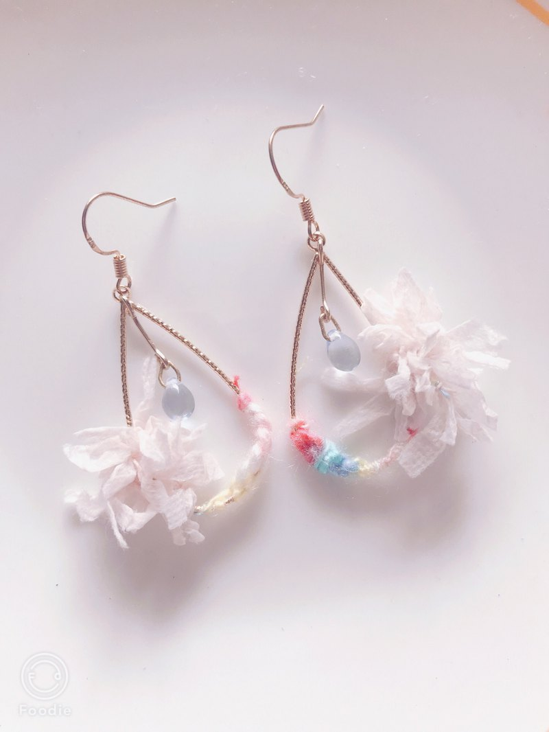 As a summer flower / hibiscus flower wreath earrings