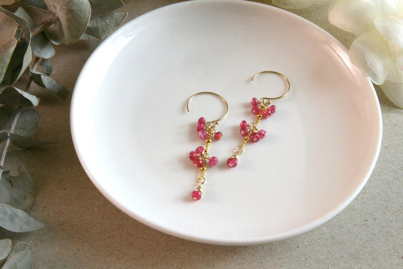 Missing seasonal cherry blossoms~ Spinel earrings can be changed to clip-on pink, smart and elegant