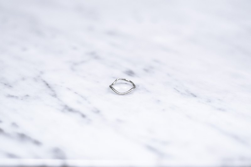Wavy ring (with tail ring)