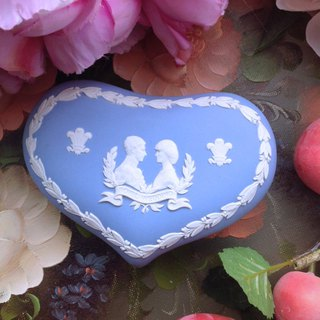 British bone china Wedgwood jasper blue jasper embossed royal wedding heart-shaped jewelry box jewelry box
