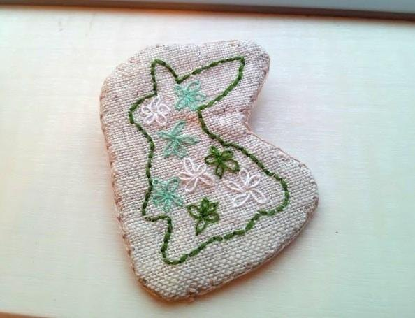 Rabbit embroidery brooch*green*postage