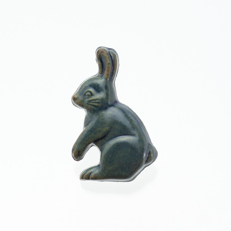 Pottery brooch rabbit (rusty blue)