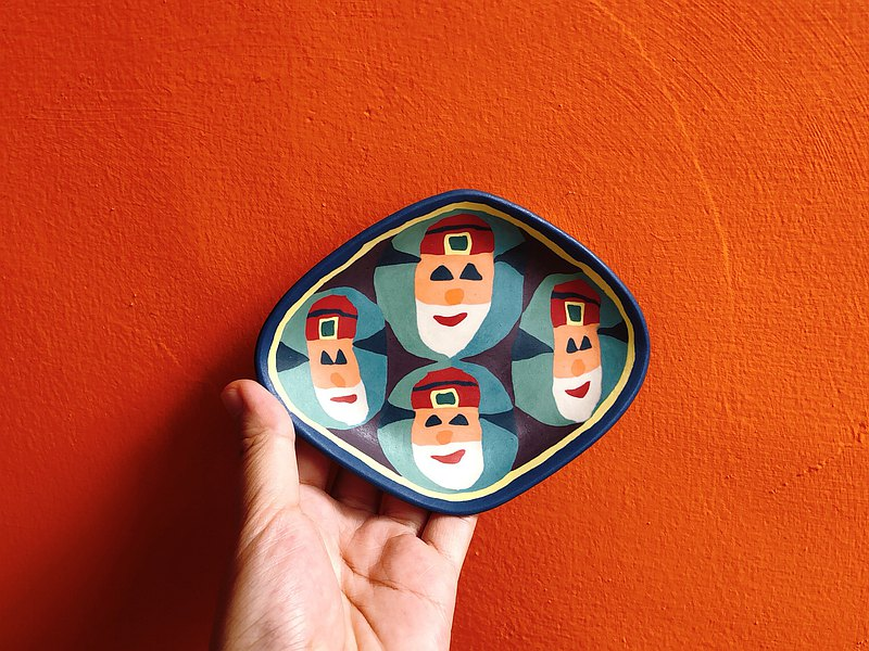 God of fortune twisted porcelain plate