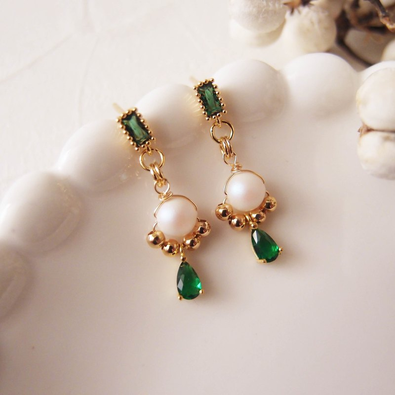 Green x light and luxurious. Pearl - clip earrings, pin earrings, stainless steel earrings