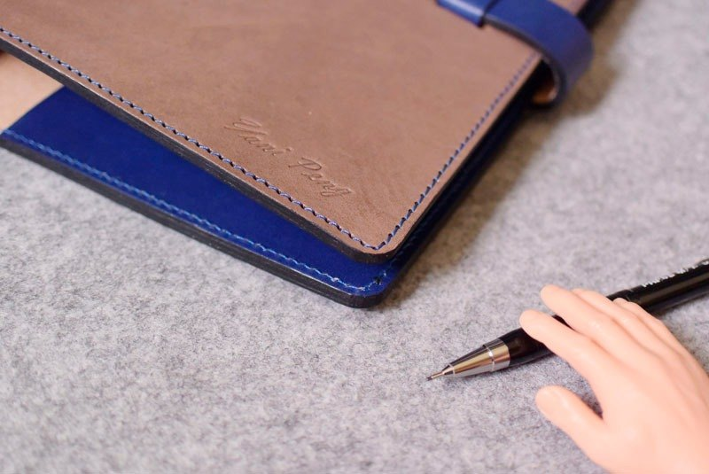 YOURS leather loose-leaf notebook / plug-in wood color + blue