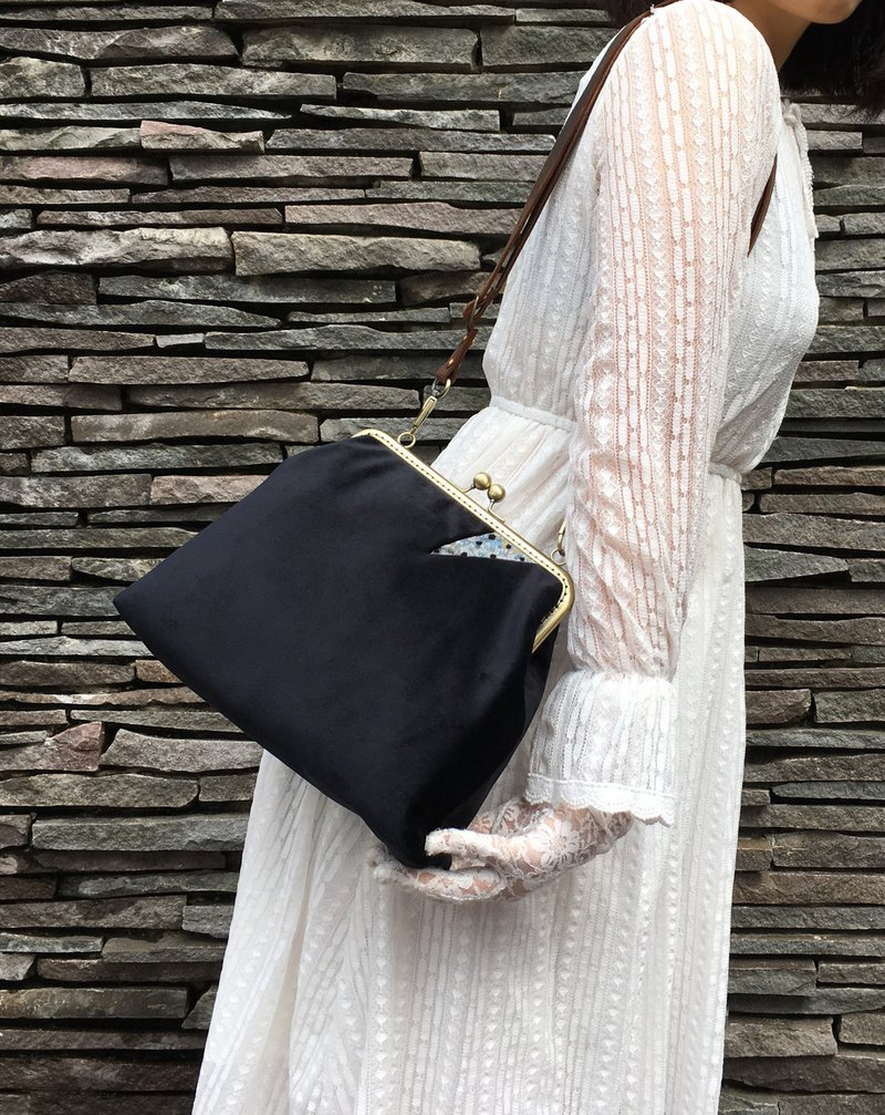 Classic version velvet  shoulder/crossbody bag with zipper black clutch
