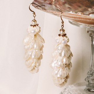 Nebula Wings Nebula Sea Fan Pearl Swing Earrings