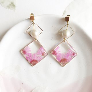 Real flower Pink chrysanthemum 18KGP earrings