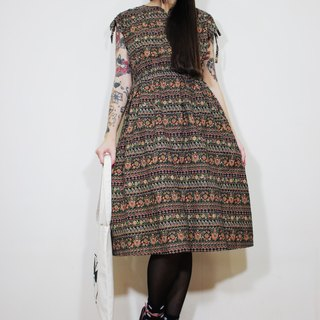 F2114 (Japanese-made) (Vintage) black bottom pattern floral cotton short-sleeved vintage dress (Made in Japan)