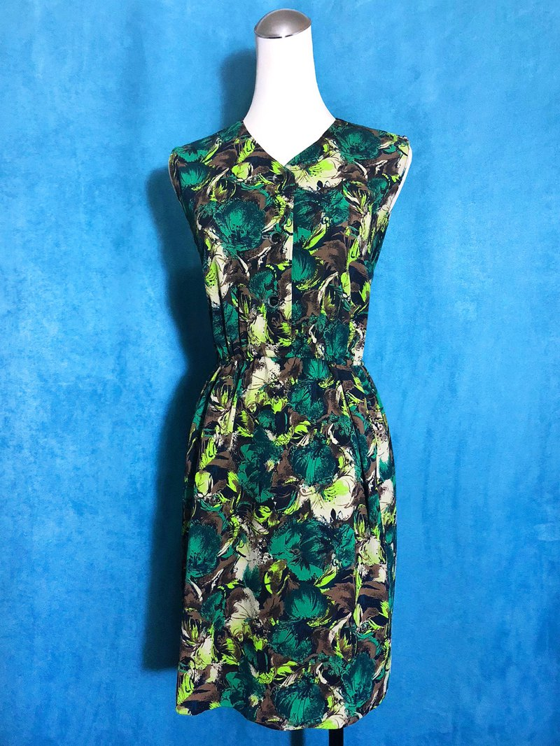 Sleeveless vintage dress with green leaves / Bring back VINTAGE abroad