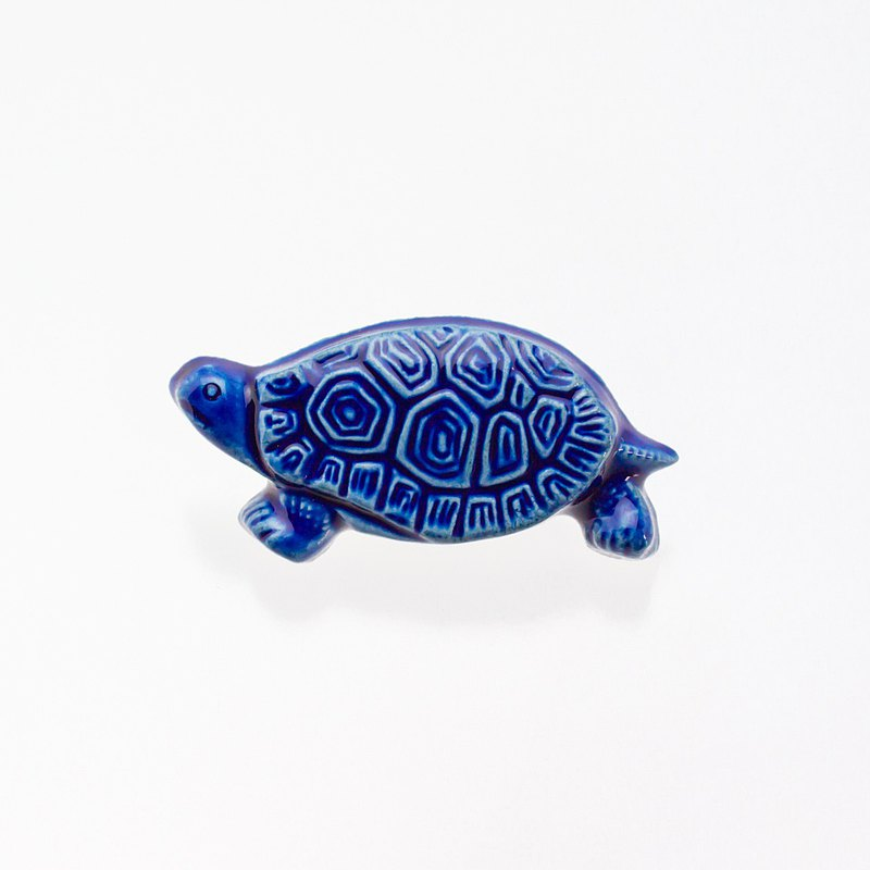 Pottery brooches tortoise (cobalt)