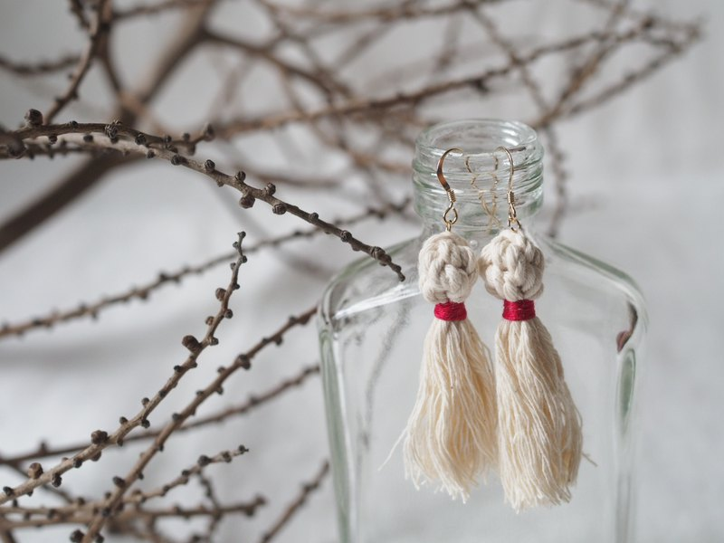 Elegant Macrame Ball Earrings With Tassels  (red)