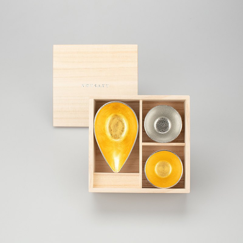 Gold foil mouth cup-S + pure tin / gold foil sake cup wooden box set
