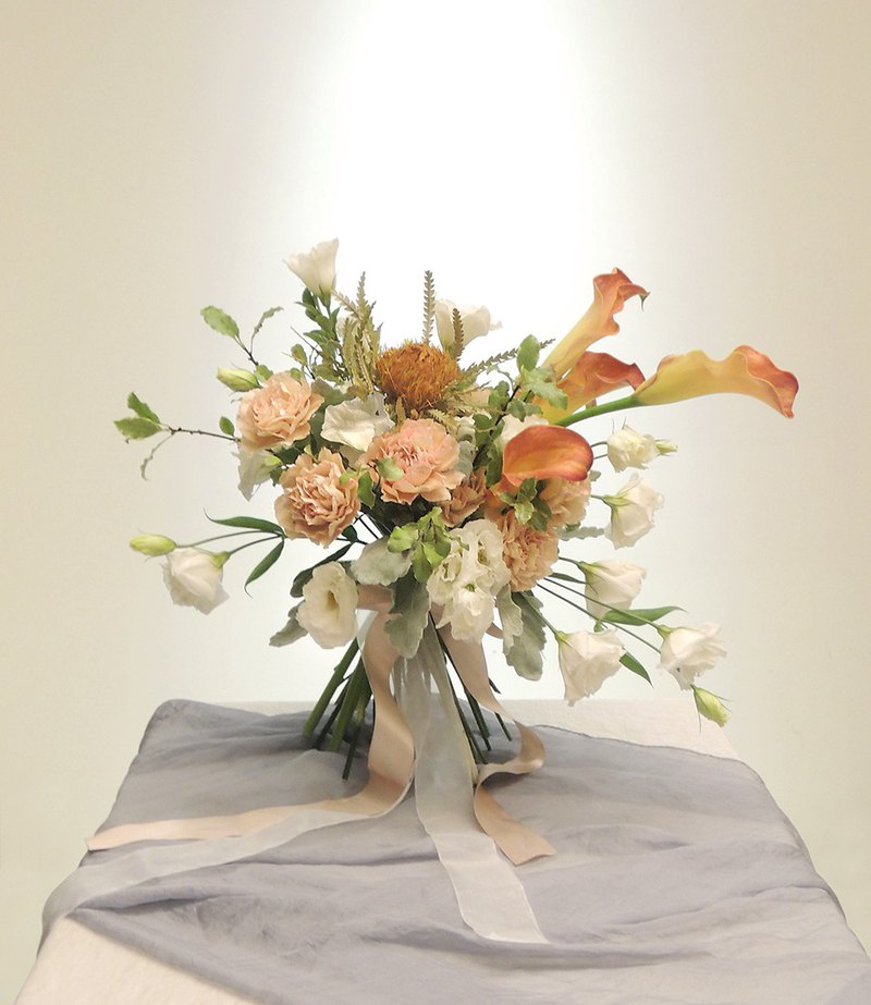 Good hours light powder yellow sea otter flowers bouquet - wedding wedding photo bridal bouquet