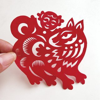 Doll and dog play paper-cut go10