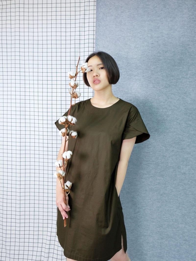 hikidashi dress with petal sleeves and drop shoulders. Army Green