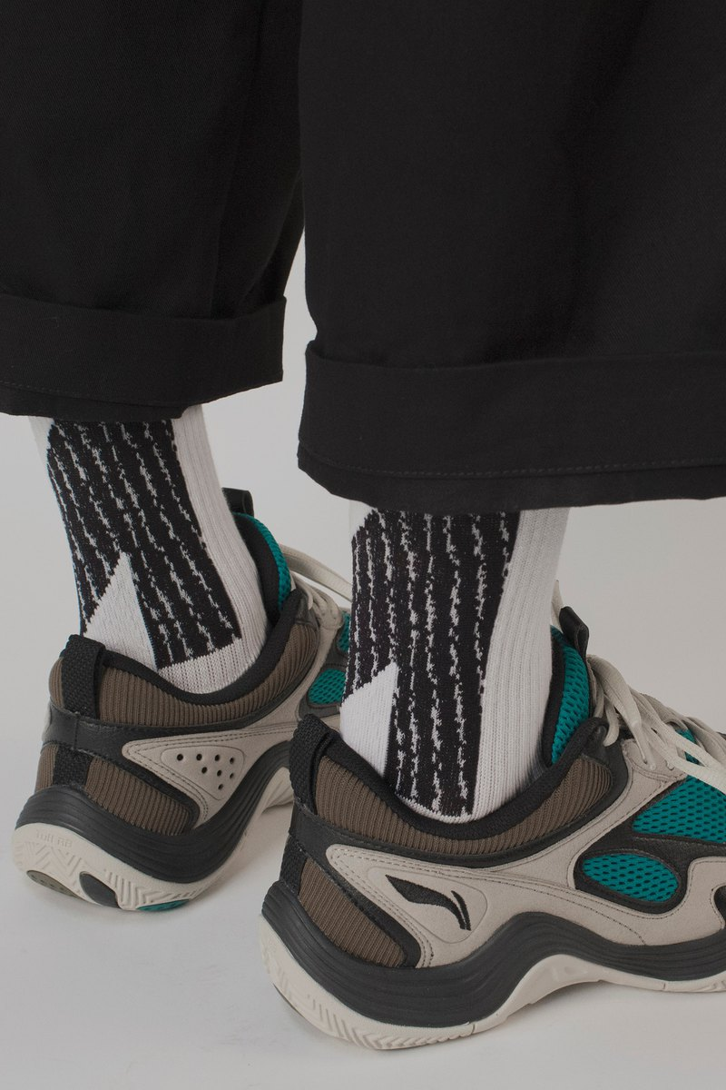 LANDING Dark White Midcalf Socks