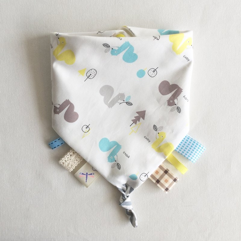 Homycat taggie blankie + triangle bib/ neck napkin (squirrel + star fabric)
