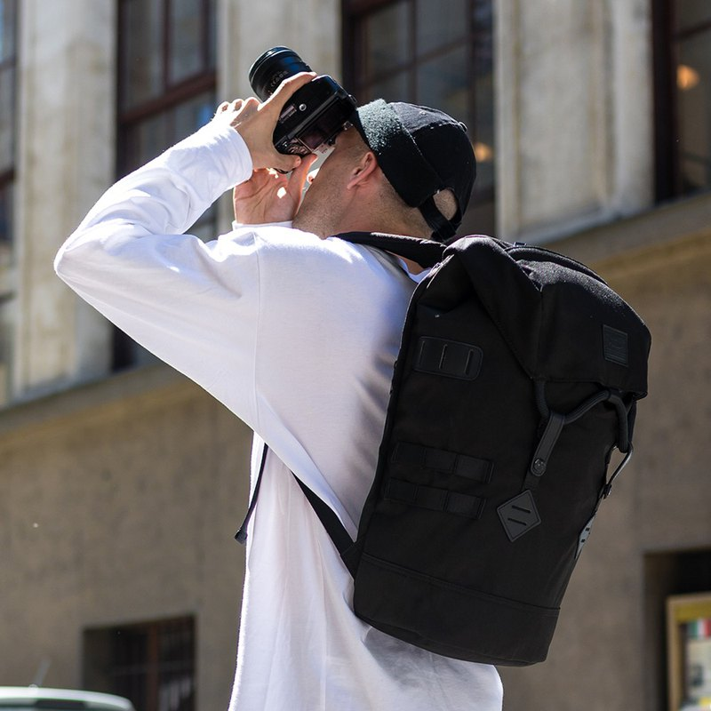 Doughnut Waterproofing Increases Traveler's Backpack - Cool Black