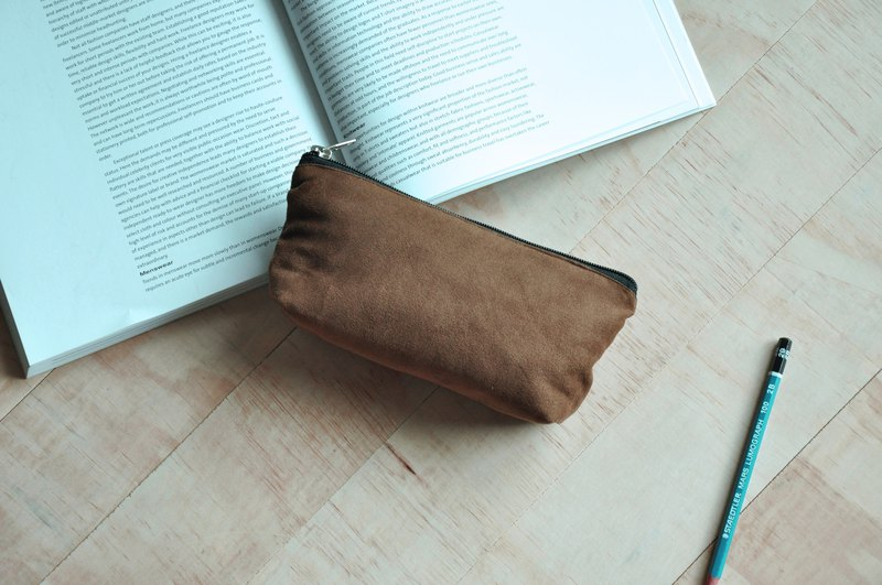 ENDURE / dark brown / suede material large size three-dimensional pencil case