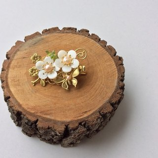 Hand-made ~ meow shells plum small clip (off-white / gold)