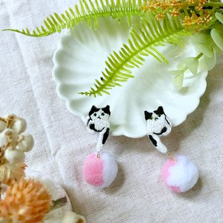 Handmade embroidery // Cat and hair ball earrings / black and white cats / / single / / can be changed