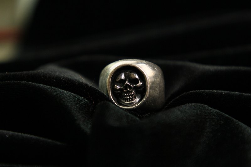 Skull ring in the cave