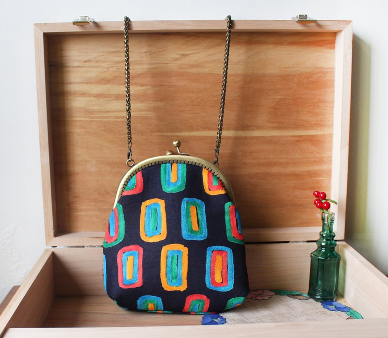Geometric color mouth gold backpack