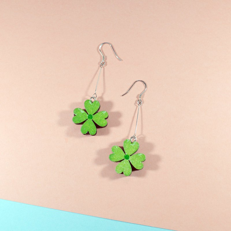Small four-leaf clover long hand-painted green four-leaf clover earrings ear clips hand-painted wooden