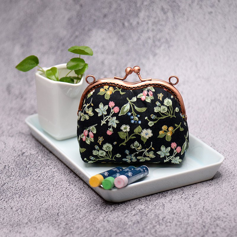 [Spot * 1] Fruit-filled gold coin purse