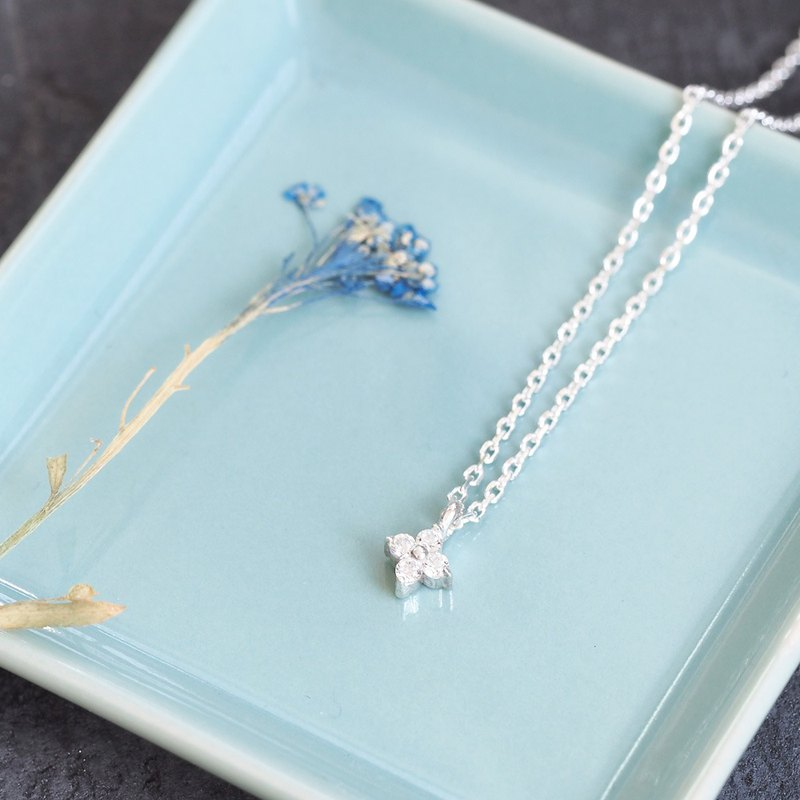 Small White Flower Necklace Silver 925