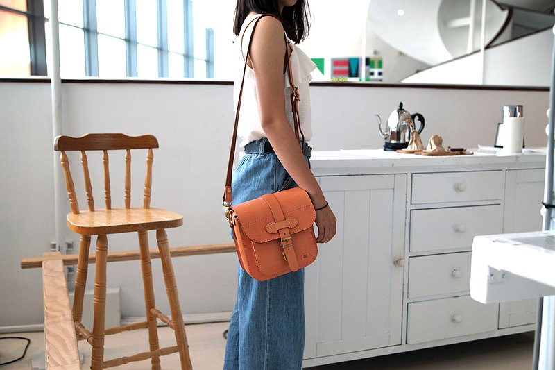 【Workshops】[90 days hand-made leather goods course] compact Cambridge bag