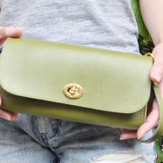 Compact coolness. Leather clutch bag Lean)