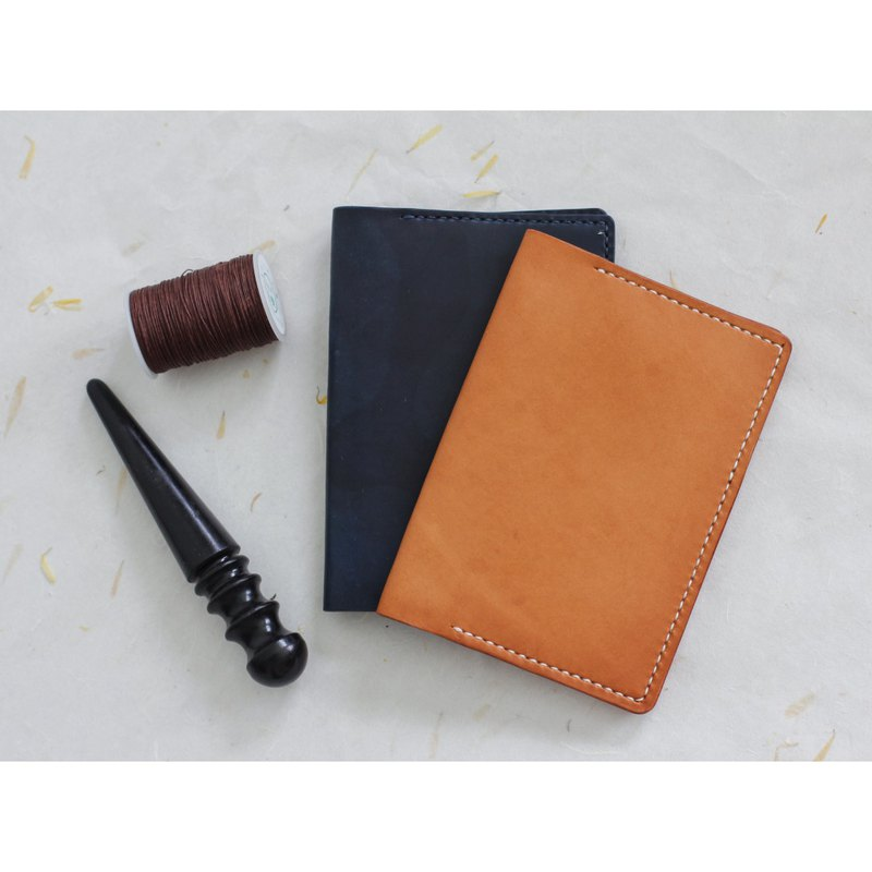 Vegetable Tanned Leather Passport Holder - Honey/ Navy Camouflage