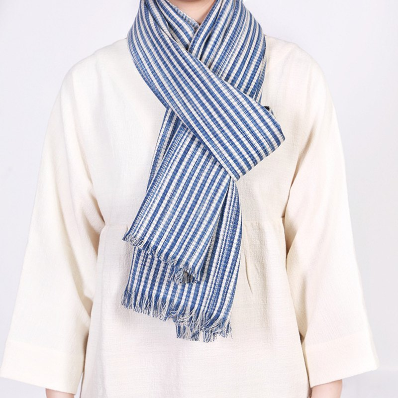 Limited edition hand-woven blue dyed scarf - blue vertical hand-woven dyeing environmental protection